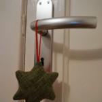 Weihnachtsstern aus Stoffresten - zum Beispiel als Anhänger für die Tür